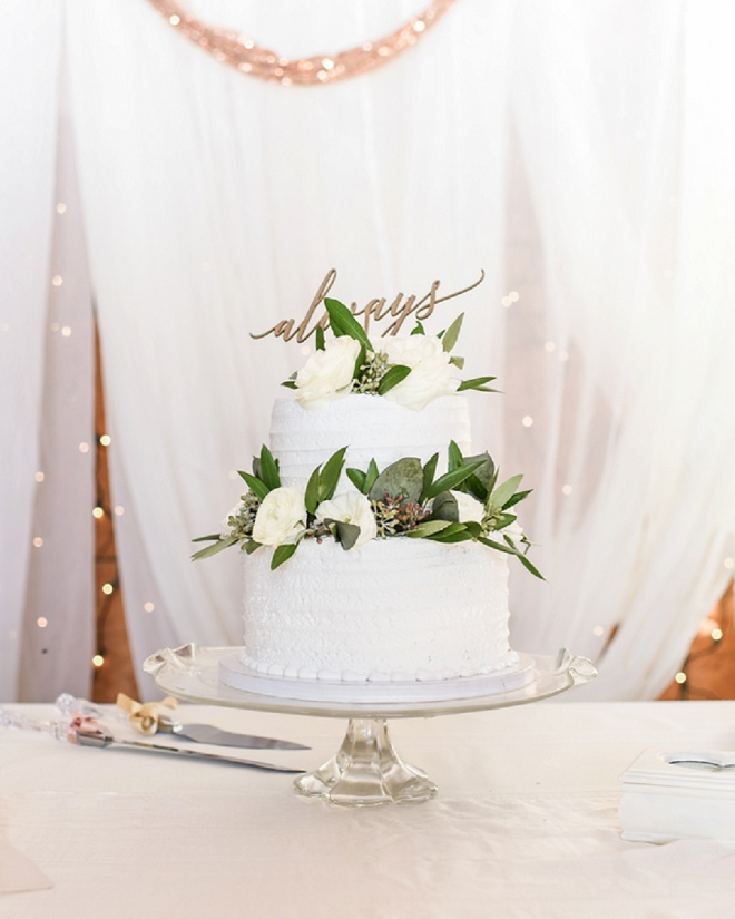 Classic and covered in greenery is right up our alley! We love how modern and romantic this cake looks while still giving us all the feels!