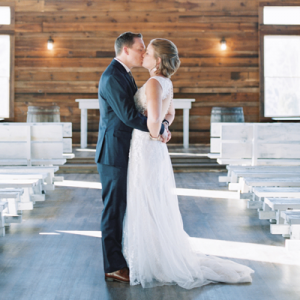 We're in LOVE with this stunning snowy DIY wedding!