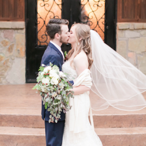 We are LOVING this gorgeous holiday wedding full of handmade details!