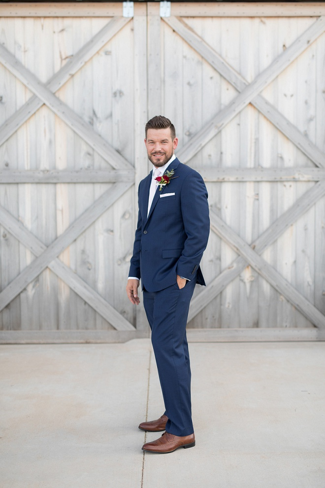 Love this Groom's classic navy wedding suit! Don't miss more from this gorgeous Winter wedding on the blog now!