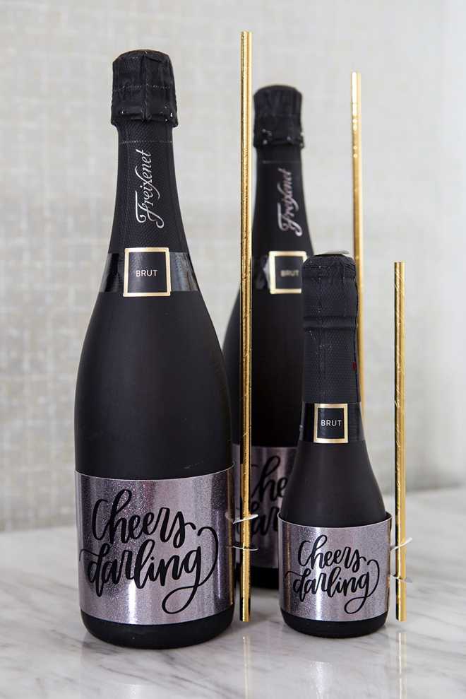 DIY full size and mini wine labels that hold straws!