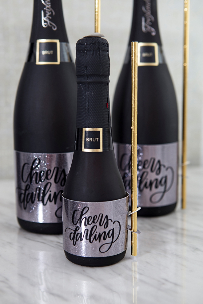 WOAH, these DIY wine labels hold the straws!!