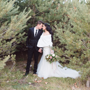 This woodland styled wedding shoot is STUNNING! Don't miss it!