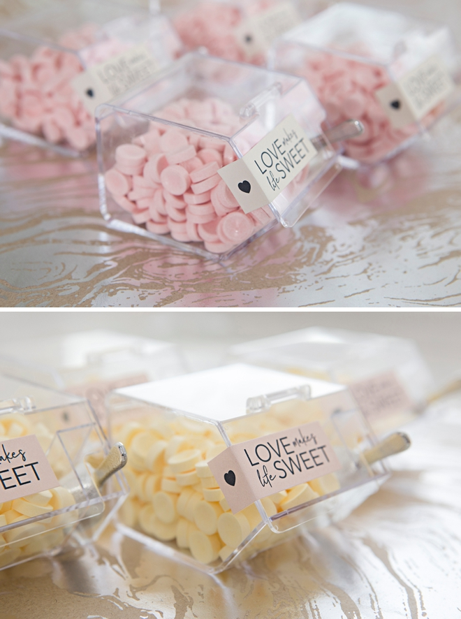 How adorable are these DIY mini candy bin favors?!