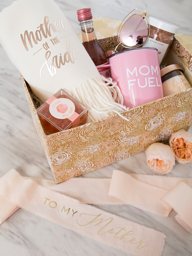 Look at this adorable DIY Mothers day wedding gift box!