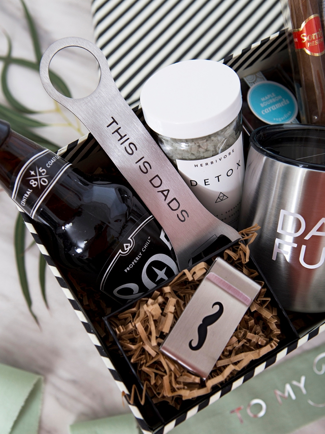 Look at this awesome DIY Fathers wedding day gift box!
