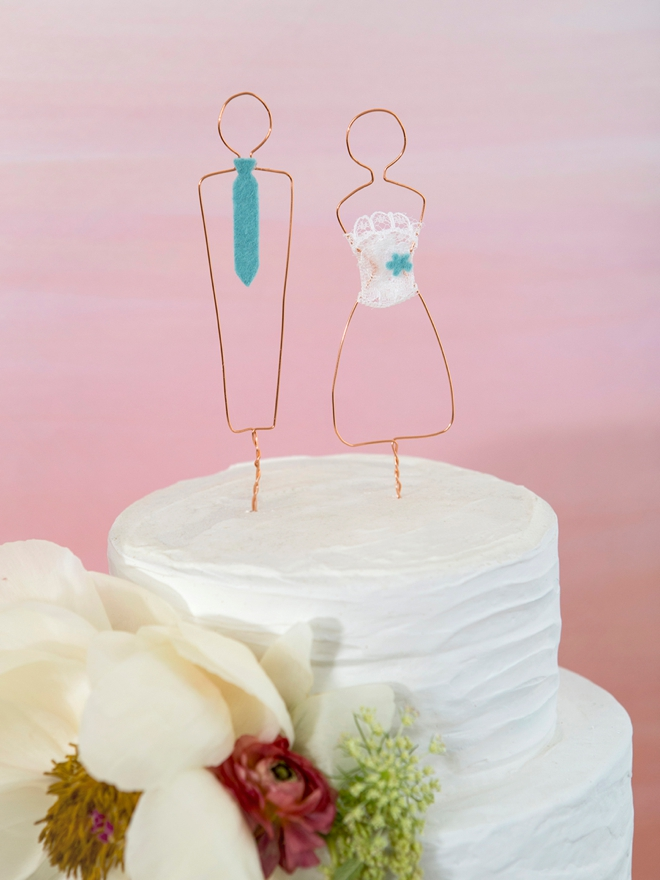 Learn how to make the cutest wire wrapped cake people for your wedding cake!