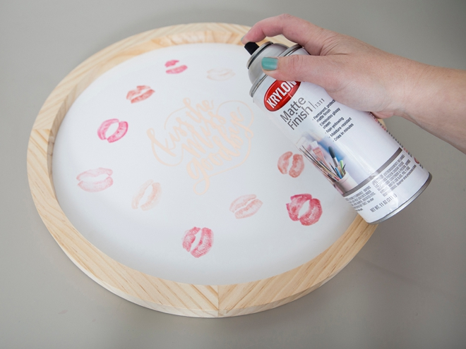 Make your own kissable plaque for your next bridal shower or bachelorette party!
