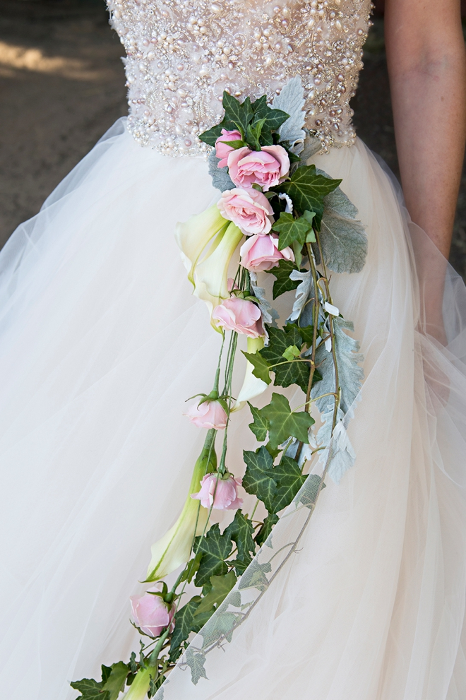 This DIY cascading hip bouquet is absolutely gorgeous!