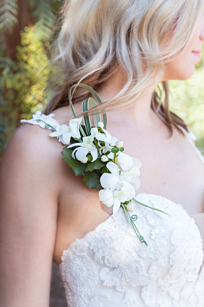 This DIY shoulder wedding bouquet is just lovely!
