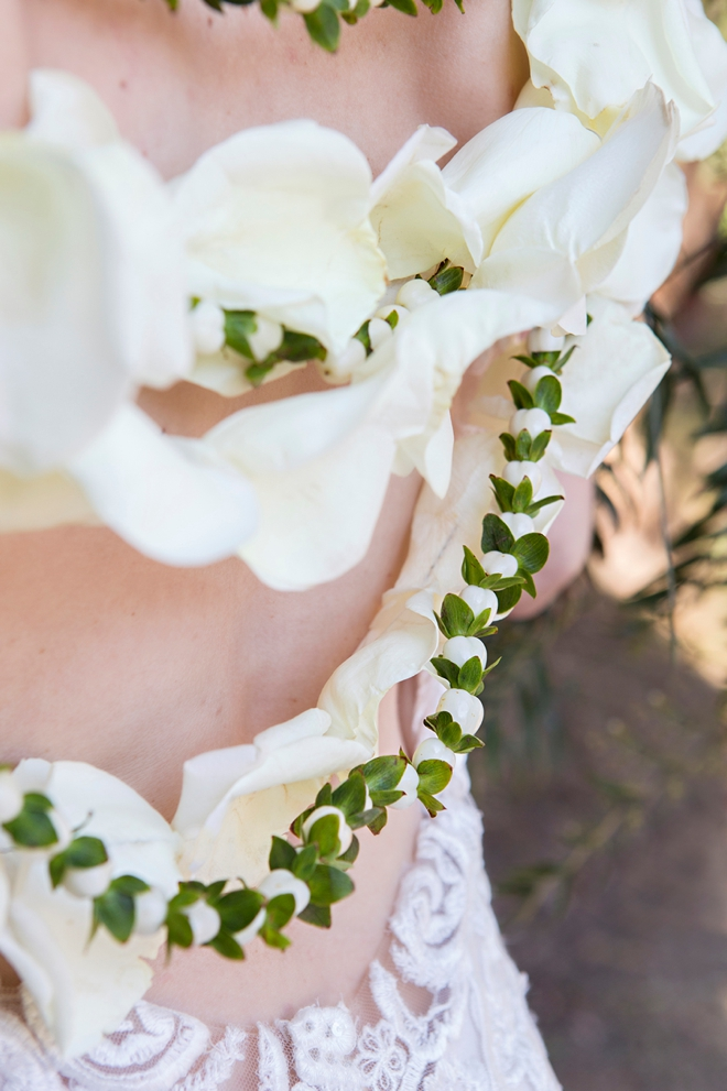 OMG, this DIY wearable wedding back lei is the most beautiful thing ever!