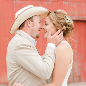 Loving this DIY rustic country wedding on the blog today!