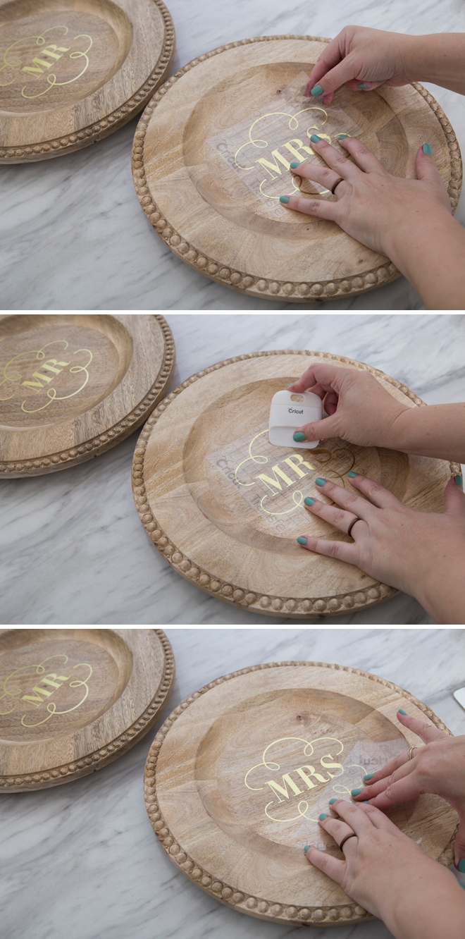 These personalized wooden wedding chargers are gorgeous!