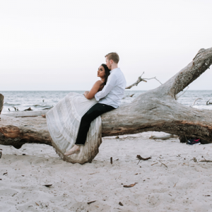 We're currently crushing on this dreamy engagement session on the beach!