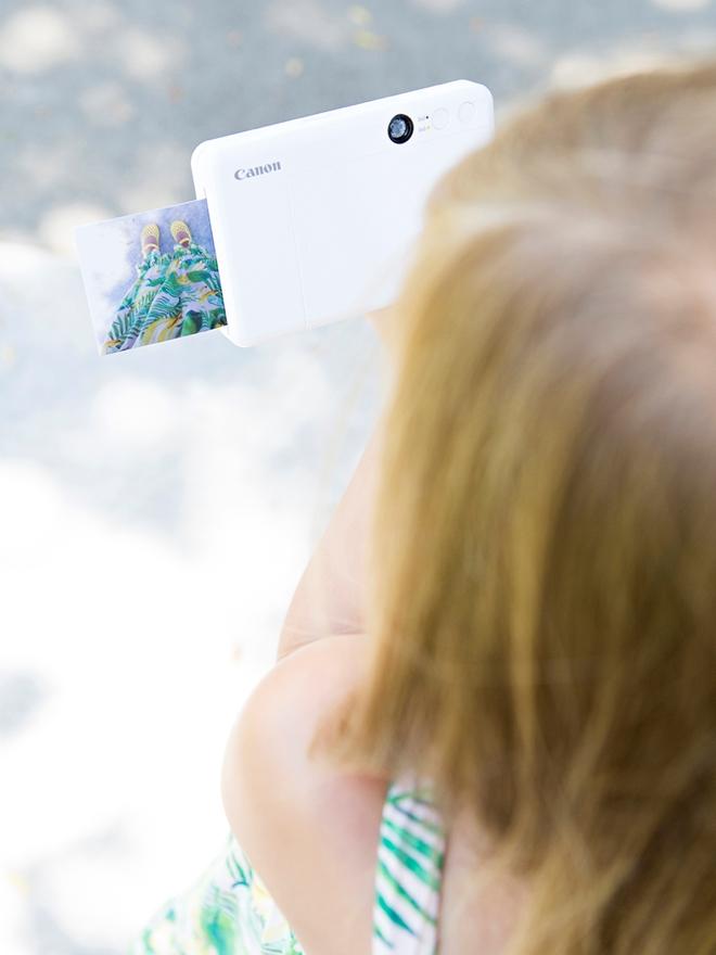 This kids photo scavenger hunt idea is so cute!
