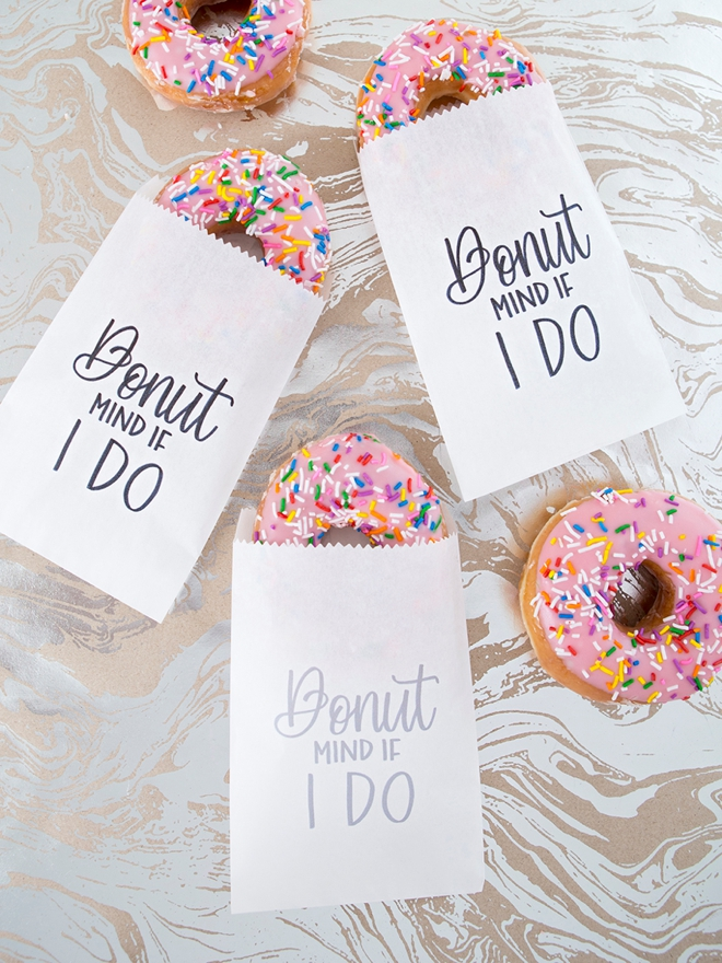Print your own Donut Mind If I Do favor bags!
