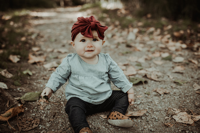 Fall family photo ideas! I never know what to dress my baby in, but I love this outfit. Super minimalist, but also stylish and cute!
