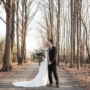 Dreamy winter wonderland styled wedding on the blog is giving us all the feels! Don't miss it!