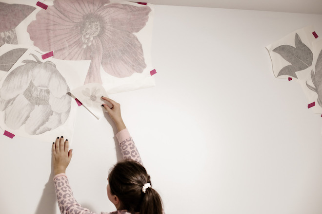 I'd love to do this in my bedroom! These minimalist floral decals are so pretty (without too much girly pink!)