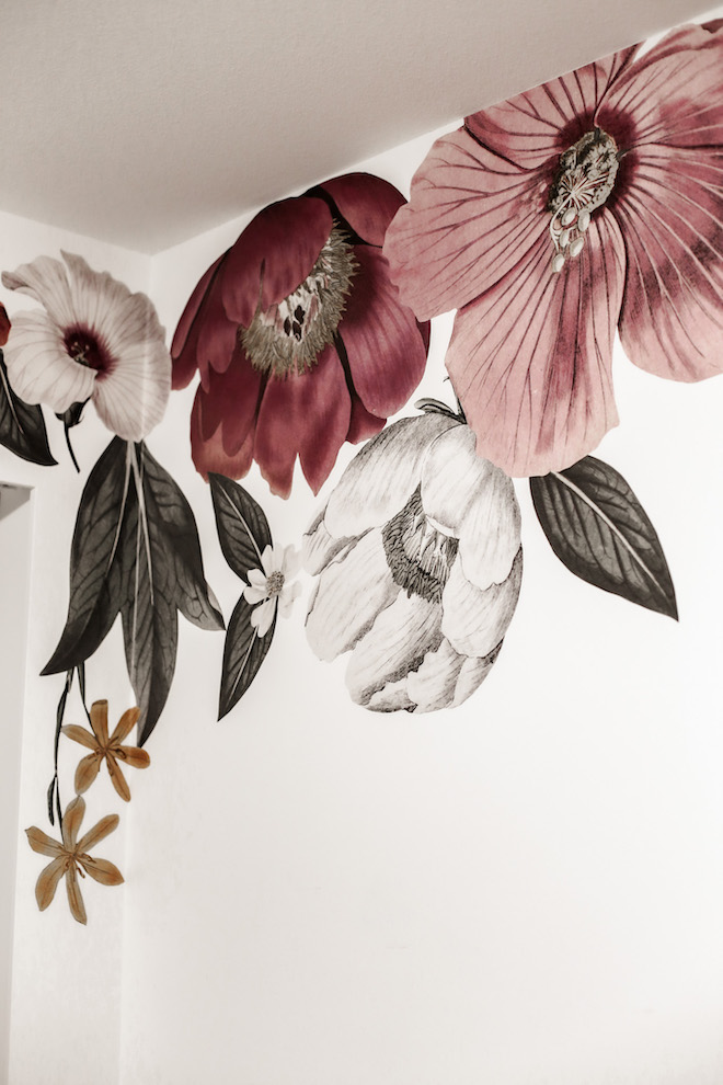 Floral decals that aren't too feminine and so stunning! The best part? They are 100% removable and won't ruin the paint on your walls. #diy