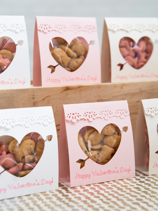 The pink Goldfish crackers are the perfect filler for these DIY Valentines!