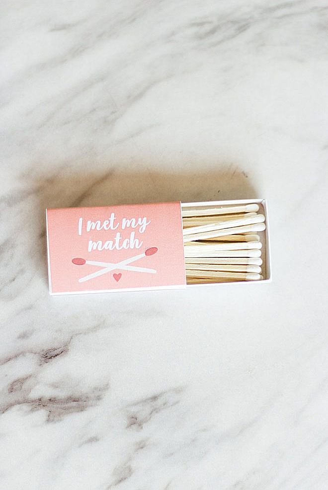 Have you met your match? Make these adorable match wedding favors with a FREE printable on the blog!