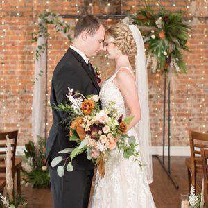 We are in LOVE with this gorgeous industrial styled wedding!