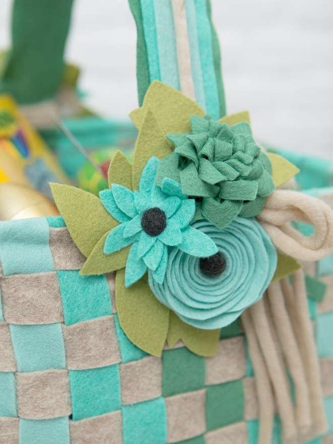 How to make the most beautiful felt Easter baskets from scratch!