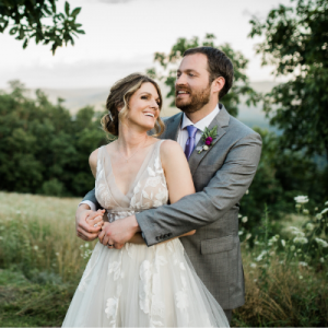 OMG! This mountainside wedding is SO dreamy we're obsessed!