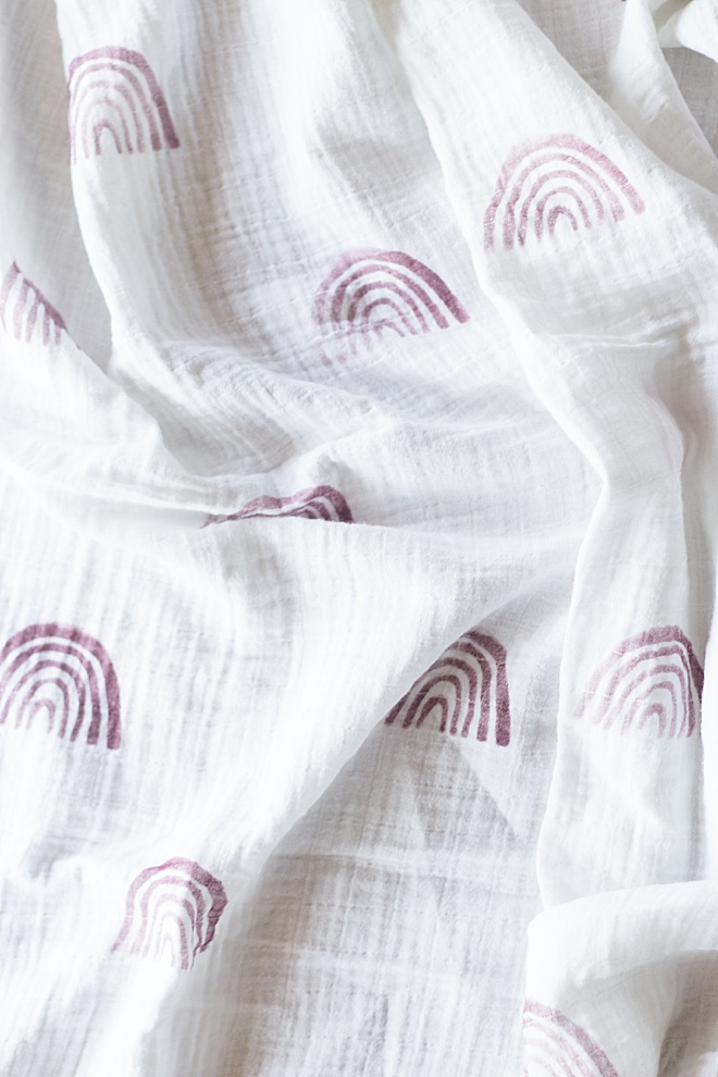 Make this trendy rainbow muslin blanket for your baby!