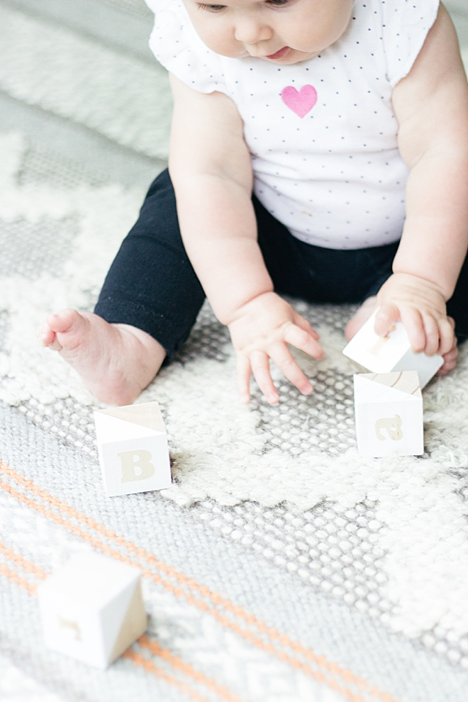 Make these adorable, modern, Montessori style learning blocks for your baby!