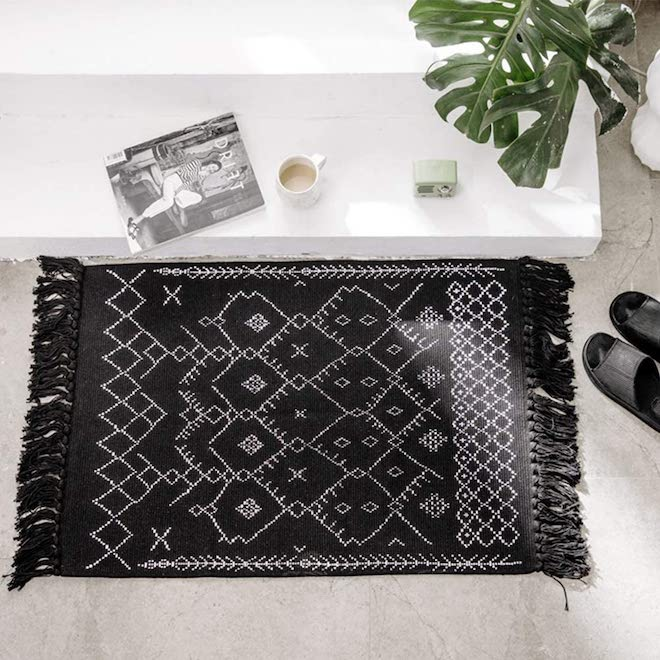 This boho bathroom mat literally made me stop in my scrolling tracks. At $20 and with some solid reviews, this boho aztec bath mat is a great deal and could be used in pretty much any room of your home. #bathroom #doromat #mat #rug #decor #boho #rustic