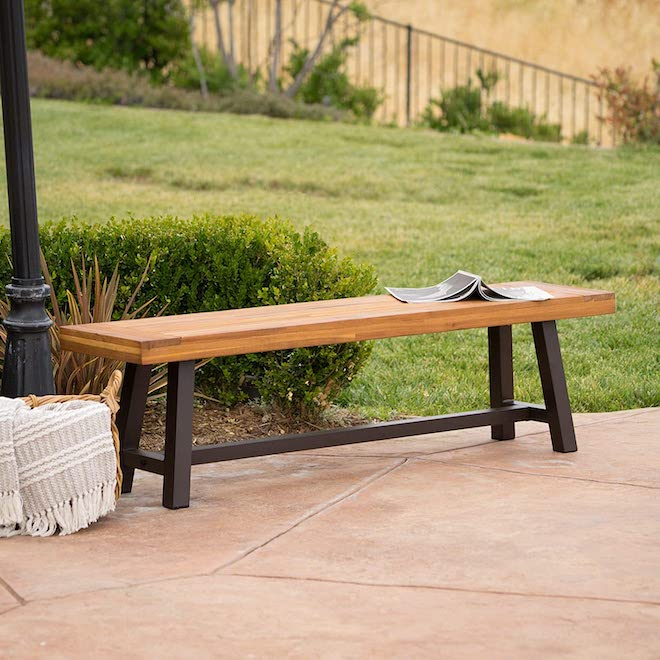 This wood and metal bench is what outdoor furniture dreams are made of. Even better, it has a 5-star Amazon rating, which speaks for itself. Love the minimalist vibe and scandinavian details. #patio #backyard #outdoor #amazon