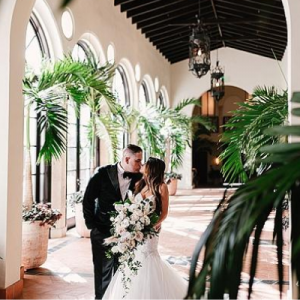 OMG. We are in love with this stunning handmade wedding full of glam and details! Don't miss it!