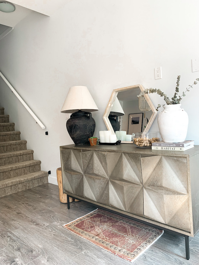 A thrift store lamp makeover that will blow your mind. Can you believe that this a DIY? I love oversized lamps on side tables and in entryways, and this West Elm credenza is gorgeous. Love a good vintage makeover! #inspo #decor #vase