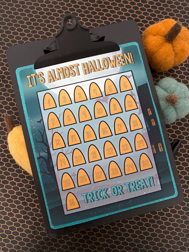 This printable Halloween countdown calendar is so cute!