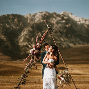 OMG! This dreamy Italian styled elopement is SO boho-chic and romantic!
