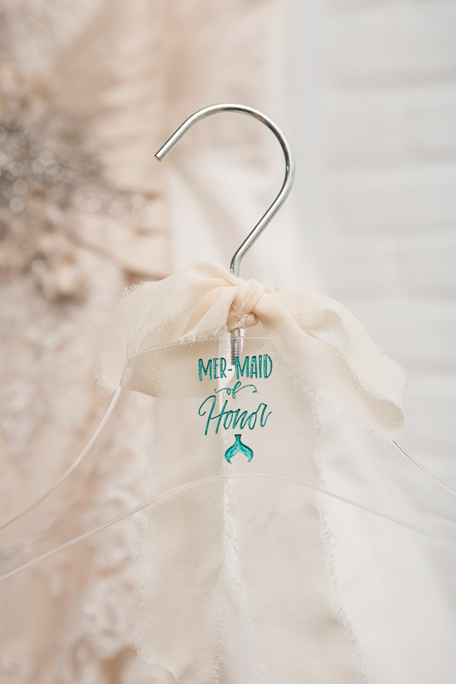 LOVE these custom wedding hangers engraved with a Glowforge!