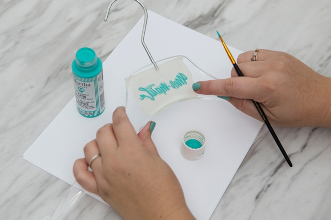 How to engrave acrylic hangers with your Glowforge!