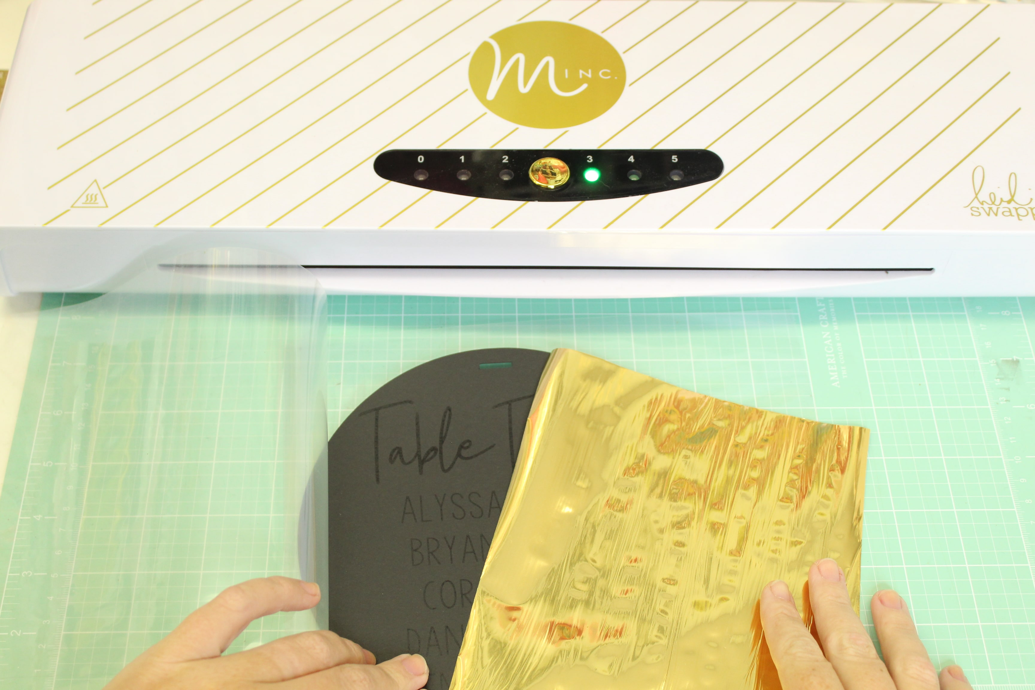 You don't want to mis this DIY Modern Hoop Seating Chart!