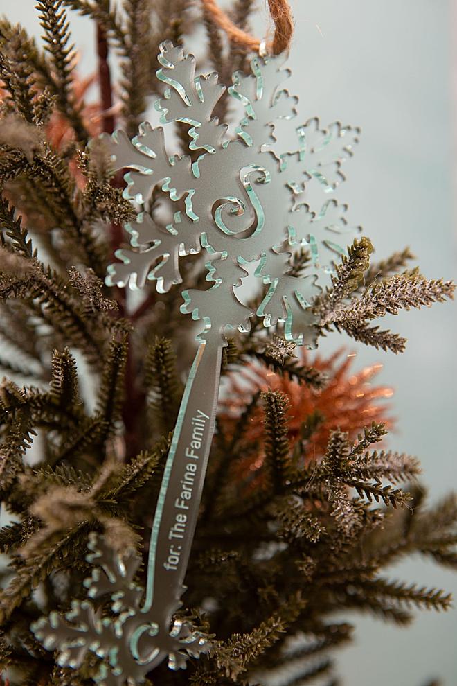 Learn how to make custom acrylic Santa Key's using your Glowforge!
