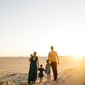 Obsessed doesn't even begin to cover how we feel about Jen's gorgeous family session on Seal Beach!
