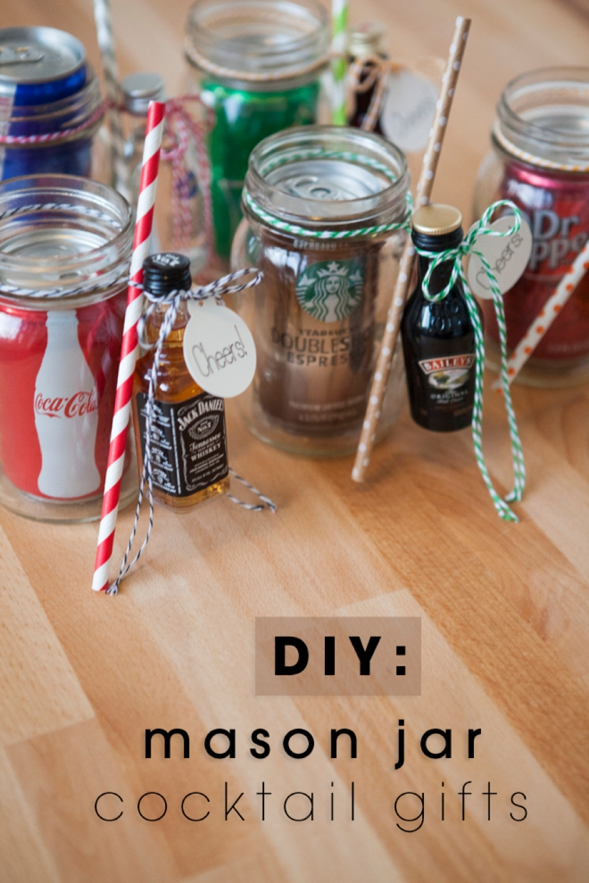 We LOVE these DIY mason jar cocktail gifts as wedding favors or perfect for the guests room before the big day!