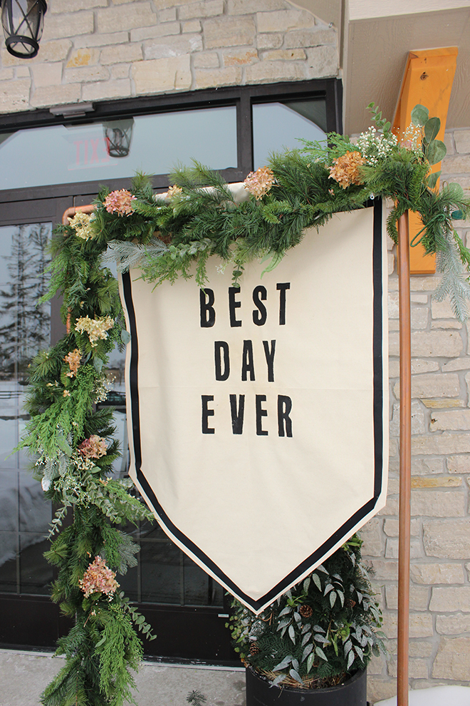 You've gotta see this DIY no-sew over-sized wedding banner!!