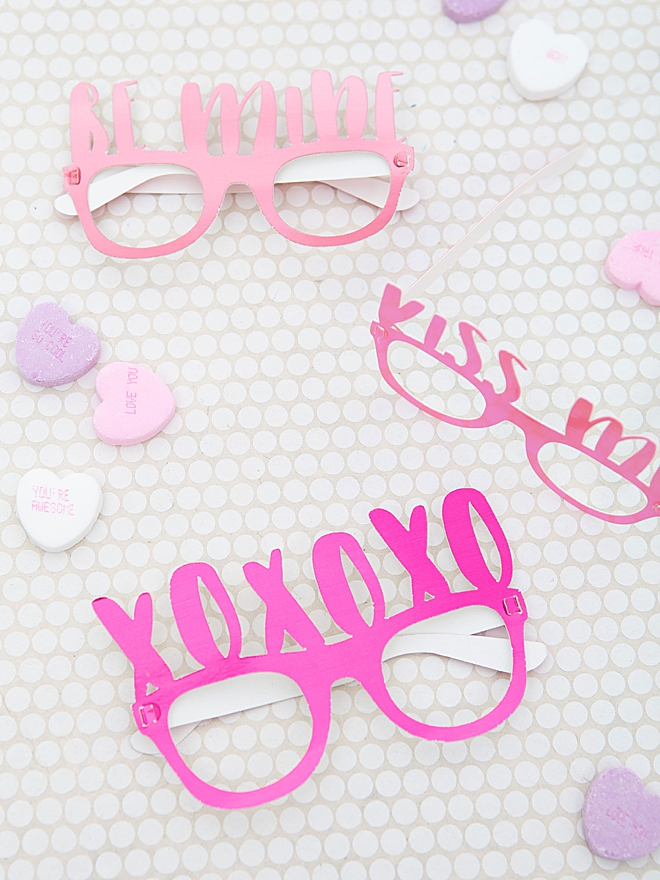 How to make your own CUSTOM paper glasses!