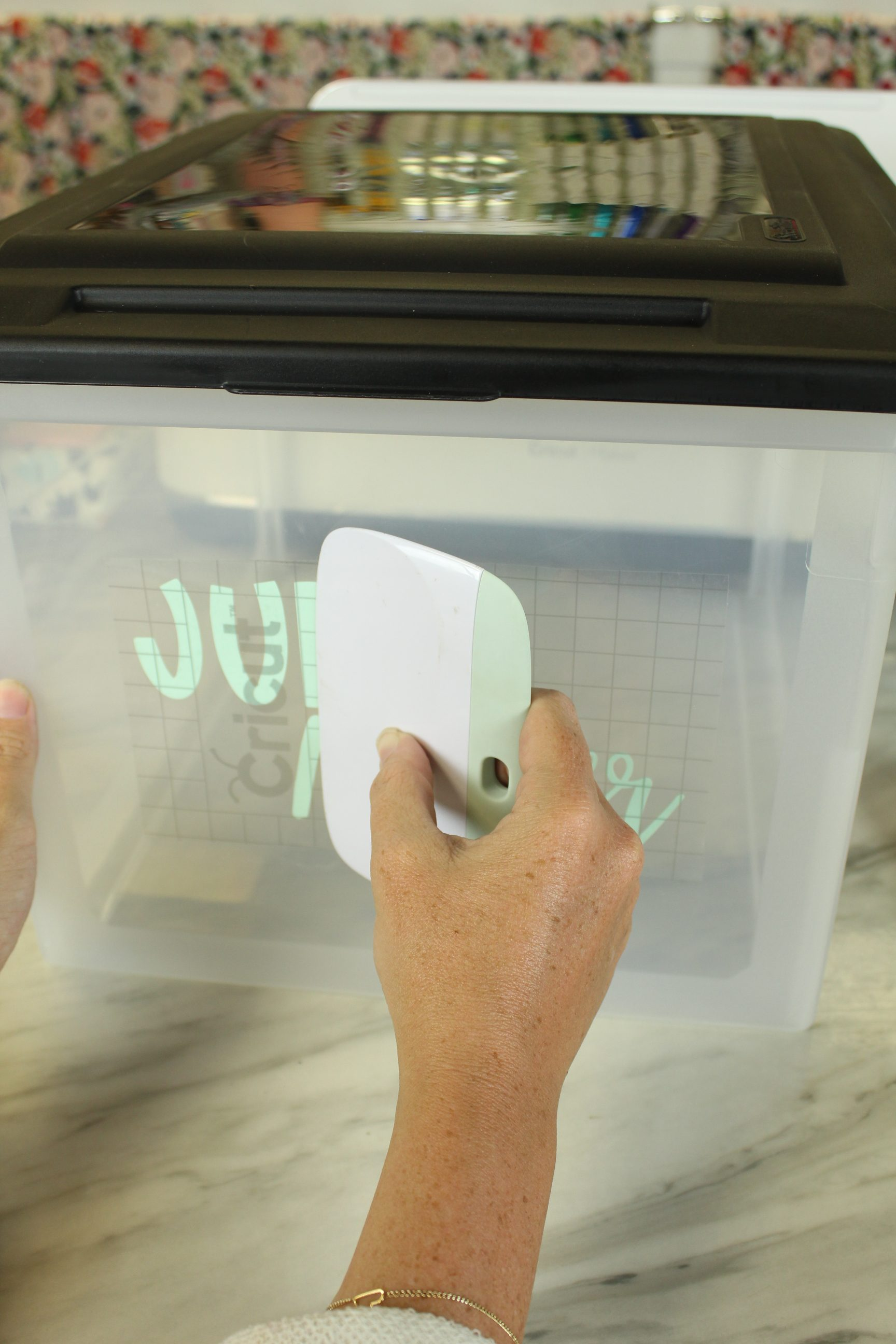 You don't want to miss this DIY Kids Keepsake Box. Finally a place for all the paperwork!