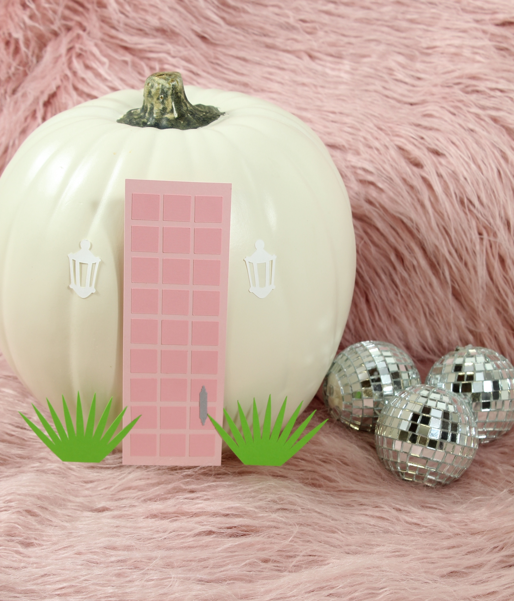 You don't want to miss this perfectly Palm Springs Pumpkin DIY!